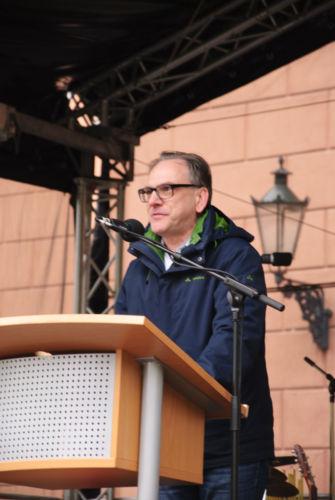 Andreas Mucke (SPD) spricht bei der Mai Kundgebung